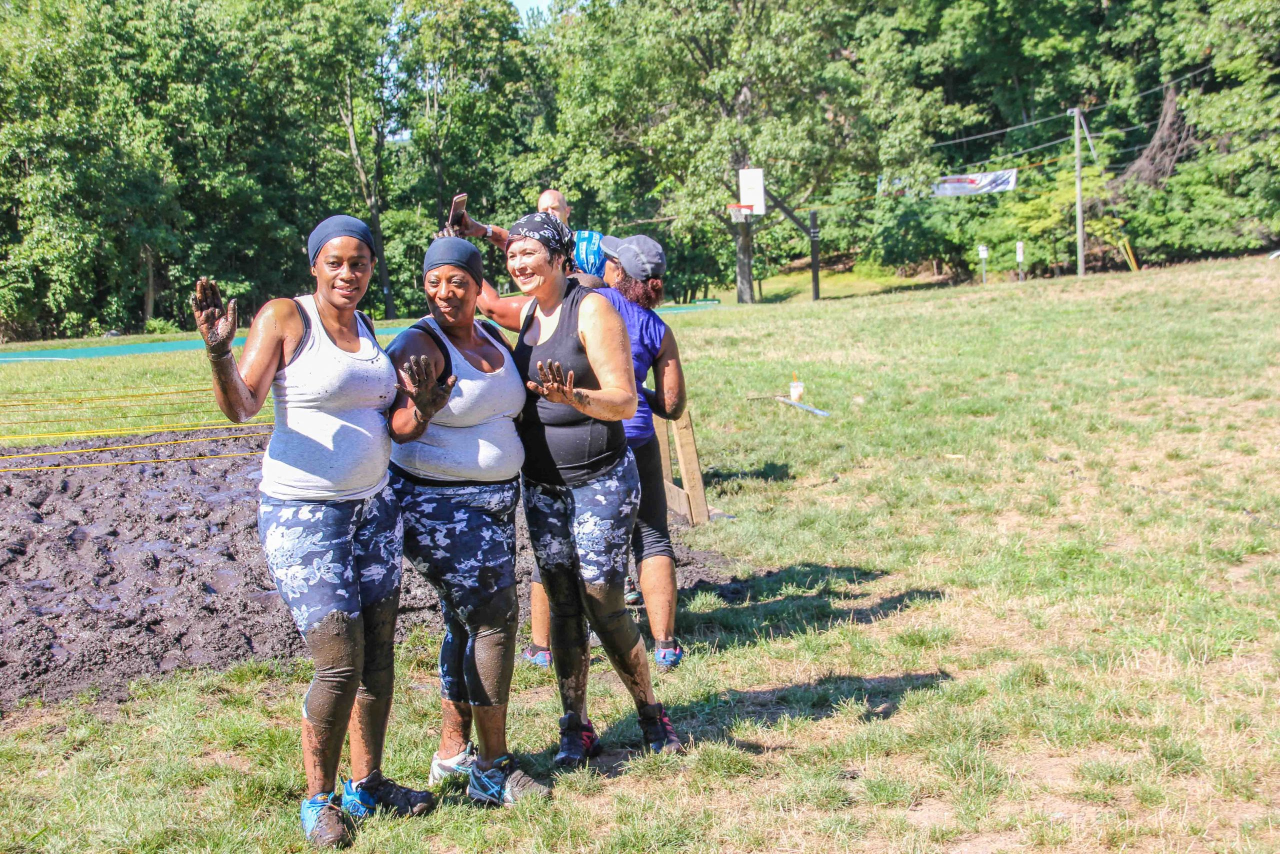 women mud run